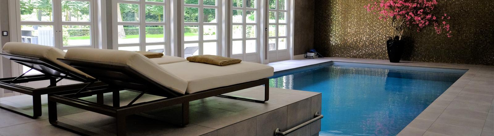 Maak kennis met onze particuliere binnenzwembaden aqua for Binnen zwembaden
